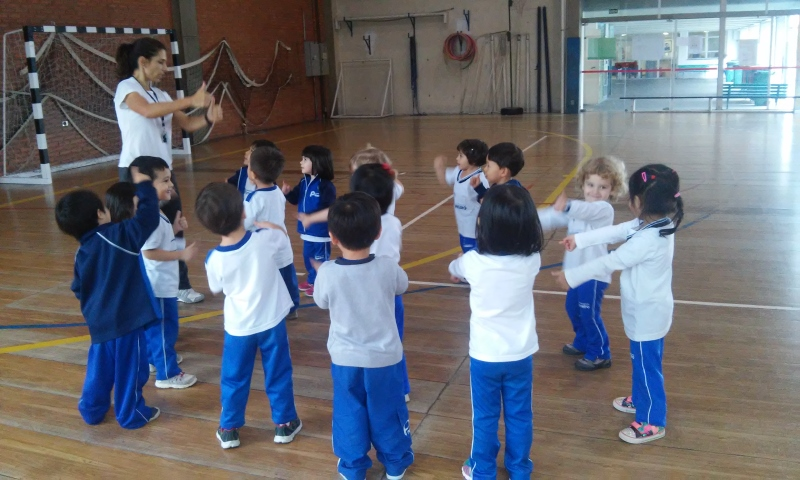 Aula de Educação Física no Infantil