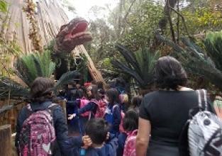 Dinossauros ganham vida no Zoológico de São Paulo