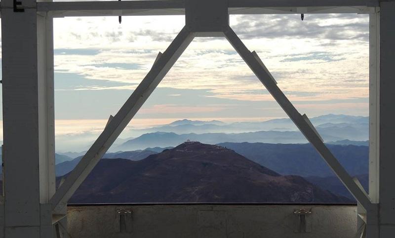 A visão da cordilheira da janela do Gemini