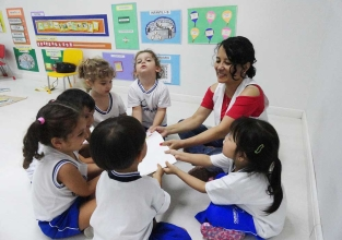 Já pensou em como é o dia a dia de uma professora da Educação Infantil?
