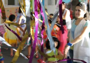 Pais e alunos do Infantil e 1º anos confeccionam adereços e fantasias para o CarnaPio