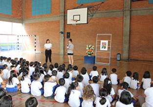 Comunidade Escolar presta homenagem à Profª Elza Akama