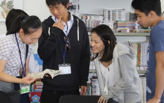 Estudantes japoneses interagem com alunos do Pio