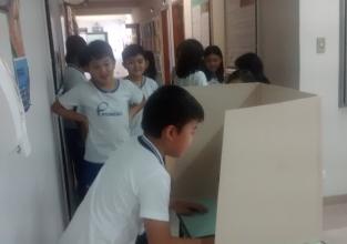 Turma de ensino fundamental simula eleição municipal