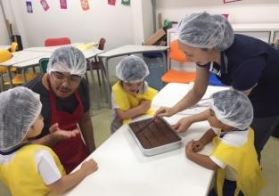 Kids I participa de atividade culinária
