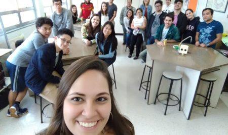 Nostalgia e cumplicidade marcam encontro de ex-alunos no Pioneiro