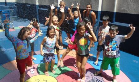 Água, yoga e brincadeiras animam Curso de Férias