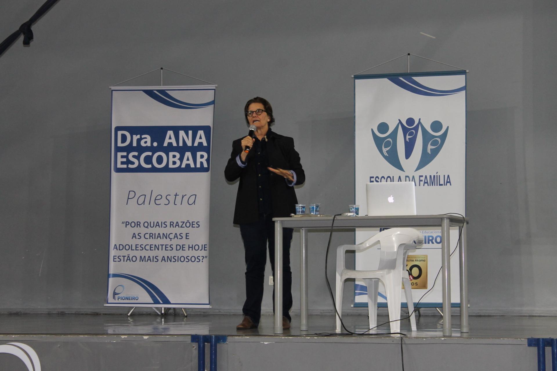 Escola da Família: Dra Ana Escobar responde perguntas sobre ansiedade